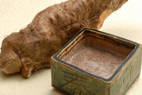 秋田産自然薯と天然きのこの椀物